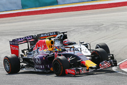 Daniil Kvyat, Red Bull Racing RB11 and Nico Hulkenberg, Sahara Force India F1 VJM08 collide