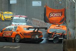 Rafa Matos and Felipe Lapenna crash