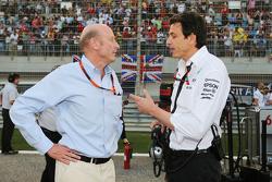 Donald Mackenzie CVC资本合伙人管理公司合伙人, 全球投资协作主管,和托托·沃尔夫, 梅赛德斯AMG车队股东和独立董事,在发车线上