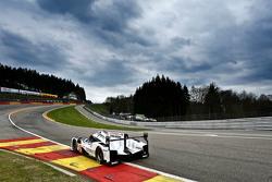 #19 Porsche Team Porsche 919 Hybrid: Nico Hulkenberg, Earl Bamber, Nick Tandy