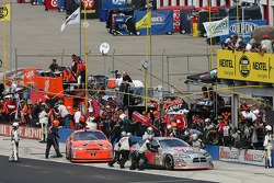 Pitstop for Jeff Burton and David Stremme