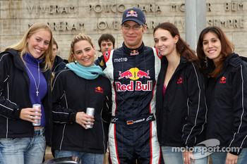 Red Bull Racing demo run in Sao Paulo: Michael Ammermuller with girls