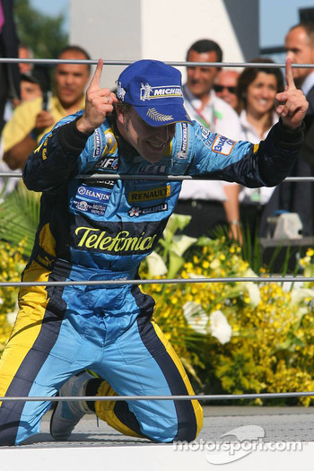 Podium: 2006 World Champion Fernando Alonso celebrates