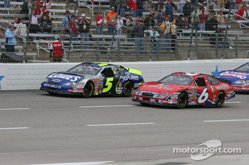 Mark Martin and Kyle Busch pace the field