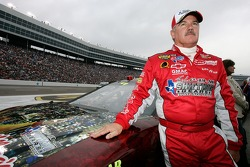 Terry Labonte poses prior to his final NASCAR NEXTEL Cup Series start