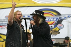 Johnny Van Zant and Jimmy Van Zant, of the group Van Zant, sing