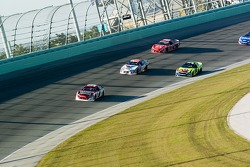 Start: Kasey Kahne leads the field