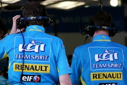 Team Renault mechanics