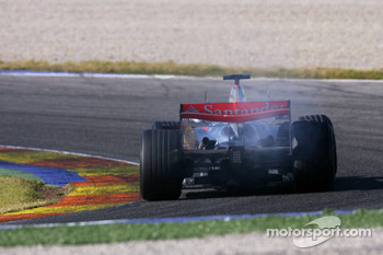 Fernando Alonso with engine problem