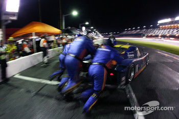 Pitstop for #10 SunTrust Racing Pontiac Riley: Wayne Taylor, Max Angelelli, Jeff Gordon, Jan Magnussen