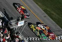 Carl Edwards beats Clint Bowyer for the third place