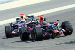 Red Bull Racing and Scuderia Toro Rosso photoshoot: Vitantonio Liuzzi and David Coulthard