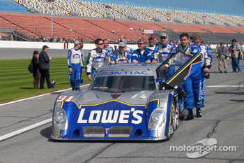 #91 Lowe's Riley-Matthews Motorsports Pontiac Riley pushed to pre-grid