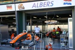 Christijan Albers, Spyker F1 Team, Pit garage