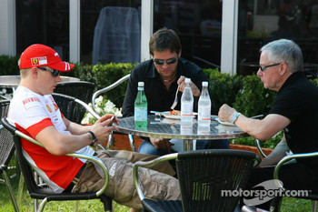 Kimi Raikkonen, Scuderia Ferrari with his Steve Robertson and Dave Robertson