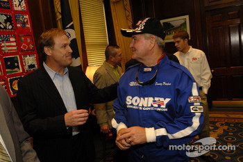 Rusty Wallace talks with Georgia governor Sonny Perdue
