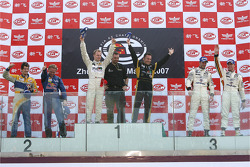 GT1 podium: class and overall winners Stefan Mücke and Christophe Bouchut, second place Luke Hines and Philipp Peter, third place Anthony Kumpen and Bert Longin