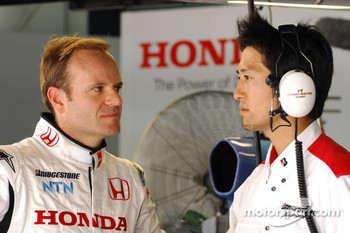 Rubens Barrichello, Honda Racing F1 Team with a Bridgestone Technican
