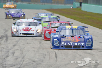 #10 SunTrust Racing Pontiac Riley: Wayne Taylor, Max Angelelli, Jan Magnussen leads the field