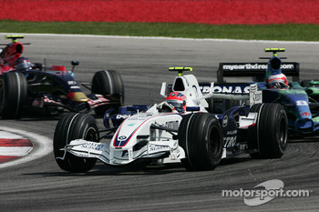 Robert Kubica, BMW Sauber F1 Team, F1.07 and Rubens Barrichello, Honda Racing F1 Team, RA107