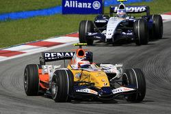 Heikki Kovalainen, Renault F1 Team, R27, pitstop