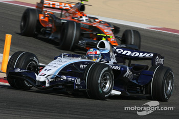 Alexander Wurz, Williams F1 Team, FW29 and Christijan Albers, Spyker F1 Team, F8-VII