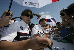 Augusto Farfus and Andy Priaulx sign autographs