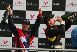 Podium: Robbie Kerr, Driver of A1Team Great Britain and Nico Hulkenberg, Driver of A1Team Germany