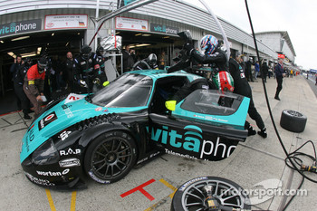 Pitstop for #2 Vitaphone Racing Team Maserati MC 12 GT1: Miguel Ramos, Christian Montanari