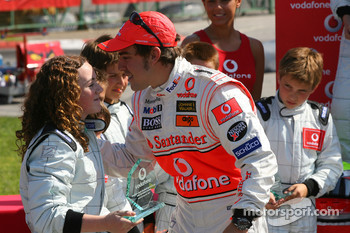 Vodafone Spain Go-Karting Challenge: Fernando Alonso, McLaren Mercedes, with young Go-Karters