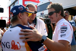 Fernando Alonso, McLaren Mercedes, Heikki Kovalainen, Renault F1 Team