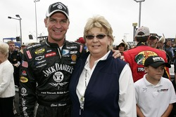 Clint Bowyer poses for a photo with his mom, Jana Bowyer