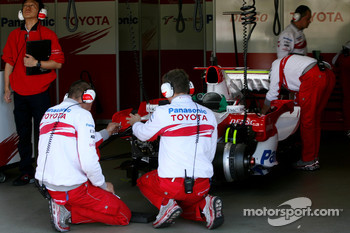 Toyota Racing Mechanics