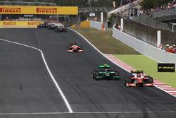 Daniel De Jong, MP Motorsport leads Richie Stanaway, Status Grand Prix