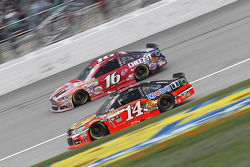 Greg Biffle, Roush Fenway Racing Ford and Tony Stewart, Stewart Haas Racing Chevrolet