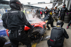 #20 Schubert Motorsport BMW Z4 GT3: Dominik Baumann, Claudia Hürtgen, Jens Klingmann, Martin Tomczyk in the pits with major damage