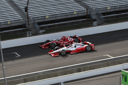Scott Dixon, Chip Ganassi Racing Chevrolet and Juan Pablo Montoya, Team Penske Chevrolet