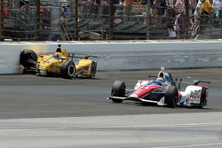Oriol Servia, Rahal Letterman Lanigan Racing Honda crashes