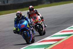 Maverick Viñales, Team Suzuki MotoGP and Yonny Hernandez, Pramac Racing Ducati