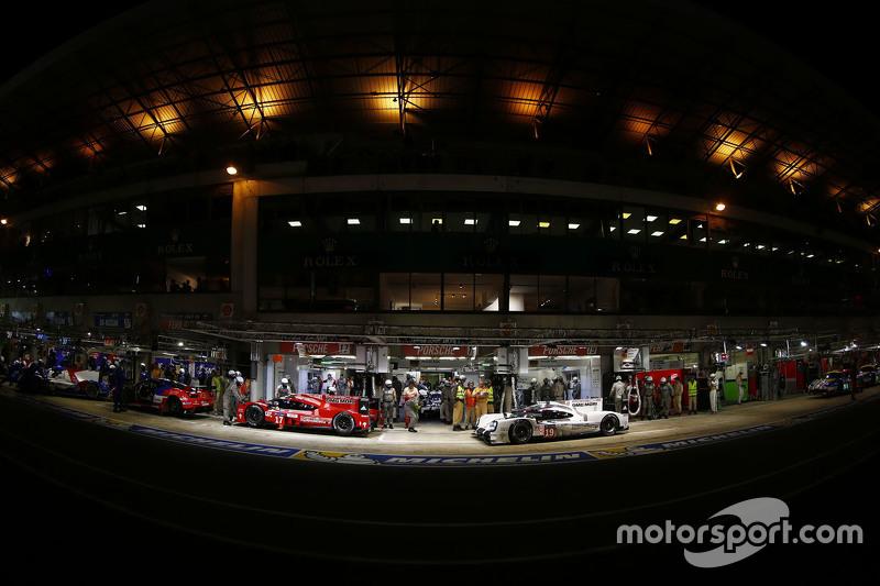 #17 Porsche Team Porsche 919 Hybrid: Timo Bernhard, Mark Webber, Brendon Hartley en #19 Porsche Team Porsche 919 Hybrid: Nico Hulkenberg, Nick Tandy, Earl Bamber