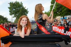 The charming G-Drive Racing girls