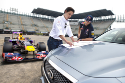 Daniel Ricciardo, Red Bull Racing tests the new Mexican GP circuit