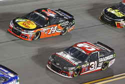 Tony Stewart, Stewart Haas Racing Chevrolet and Ryan Newman, Richard Childress Racing Chevrolet