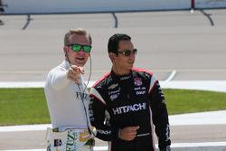 Ed Carpenter, CFH Racing Chevrolet and Helio Castroneves, Team Penske Chevrolet