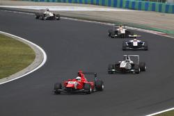Aleksander Bosak, Arden International leads Zaid Ashkanani, Campos Racing