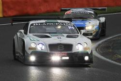 宾利M-Sport车队8号宾利欧陆GT3:马克西米里安·布克、安迪·索塞克、马克西姆·索利特