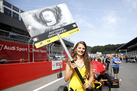 Gridgirl of Antonio Giovinazzi, Jagonya Ayam with Carlin Dallara Volkswagen