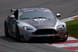 #61 Academy Motorsport Aston Martin GT4: Challenge: Will Moore ,Dennis Strandberg