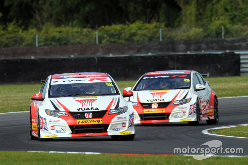 gordon shedden honda yuasa racing and matt neal honda. Black Bedroom Furniture Sets. Home Design Ideas