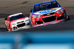 A.J. Allmendinger, JTG Daugherty Racing Chevrolet and Kevin Harvick, Stewart-Haas Racing Chevrolet